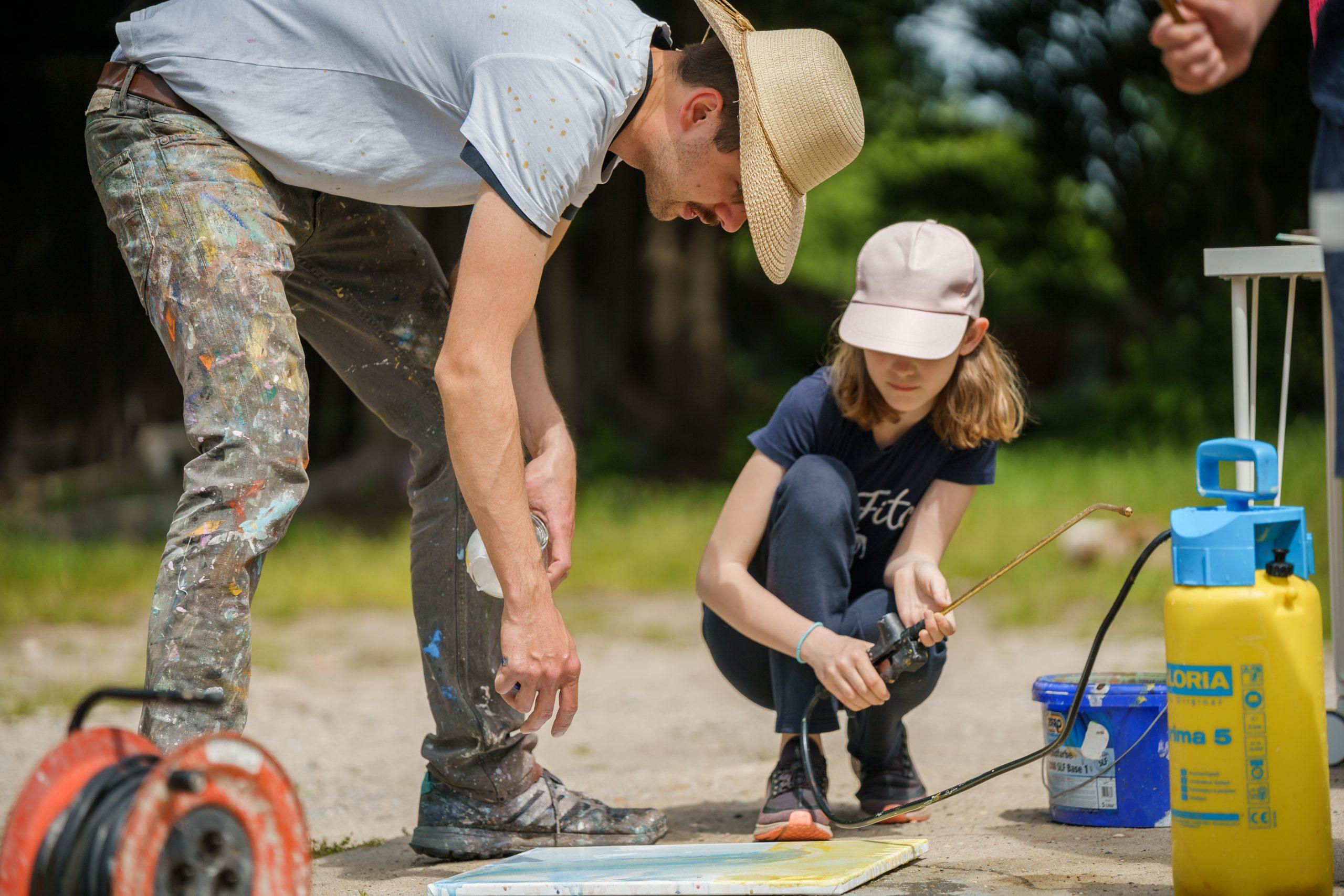 KinderKunstProjekt der aquamediale stellt im Lübbener Rathaus aus